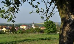 Park s venkovní posilovnou a dětským hřištěm