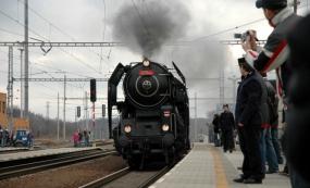 Parní vlak na vranovickém nádraží