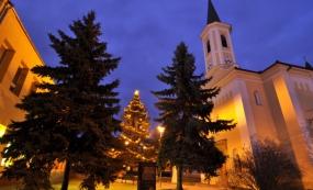 Kostel Nanebevzetí Panny Marie ve vánočním období