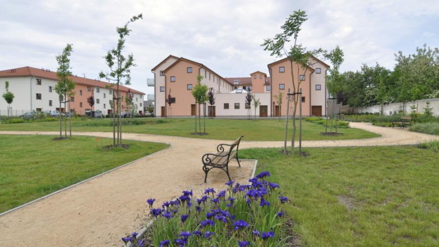 Dům pro seniory Vranovice současný stav - pohled z parku v zadní části budovy